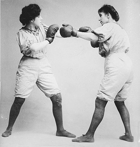 Bennett sisters boxing, 1910 (approx). Wikimedia commons.