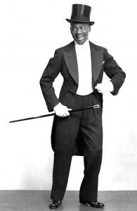 Photographer James Kriegsmann, 1946. Via wikimedia commons.